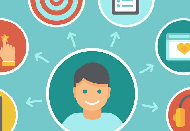 cliente feliz após as estratégias de retenção de clientes no e-commerce