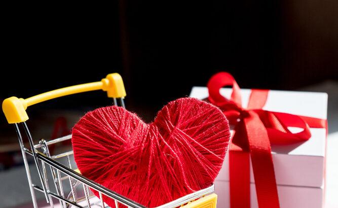 Imagem de um carrinho de compras com um coração dentro
