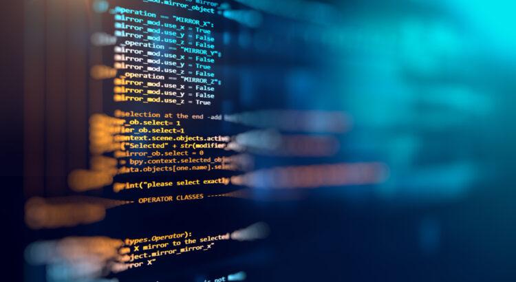 Tela de computador com códigos de programação - empresas de desenvolvimento de softwares
