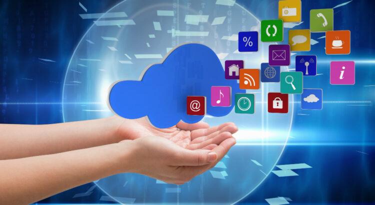 Mão carregando vários ícones de aplicativos